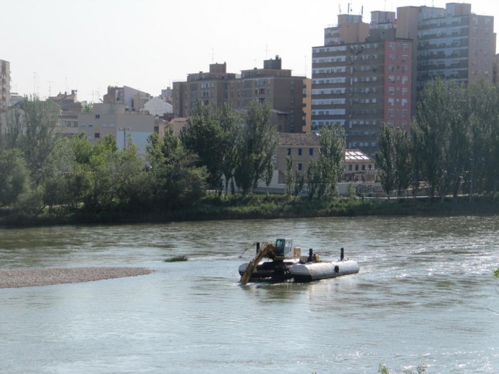 Trabajos de dragado del Ebro
