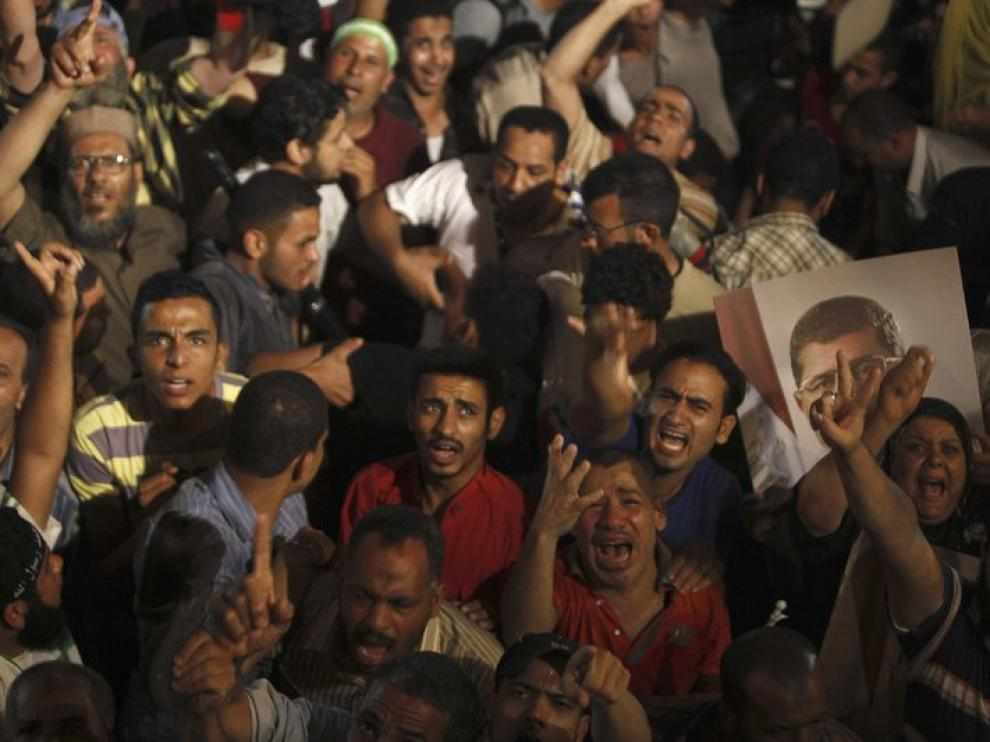 Defensores de Mursi muestran su desolación por la caída del mandatario