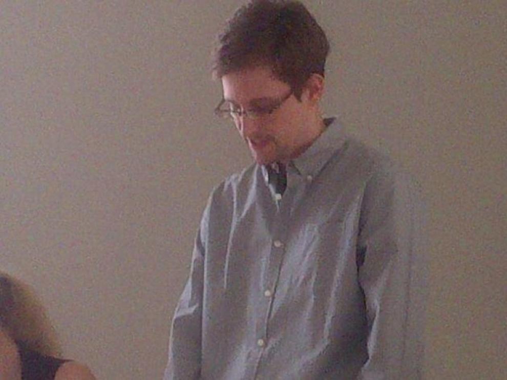 Snowden reapareció este viernes en el aeropuerto de Moscú