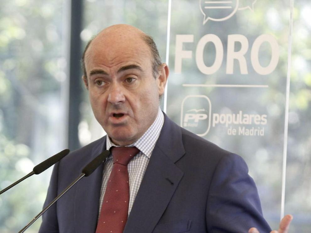 """El ministro asegura que en España existe """"estabilidad política""""."""