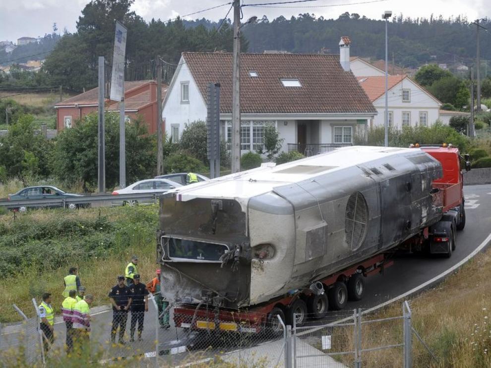 Restos del tren accidentado en Santiago