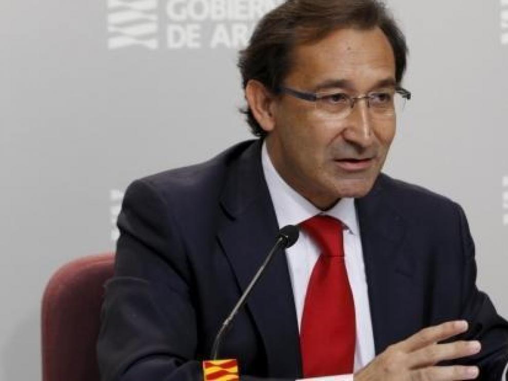 El consejero de Hacienda, Jose Luis Saz