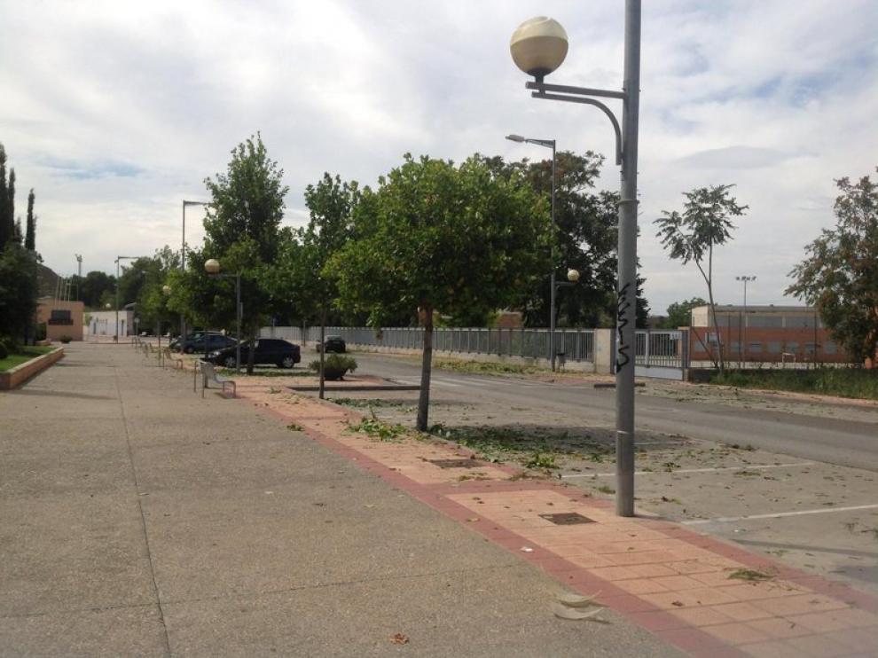 Daños en el mobiliario urbano tras la granizada de Monzón