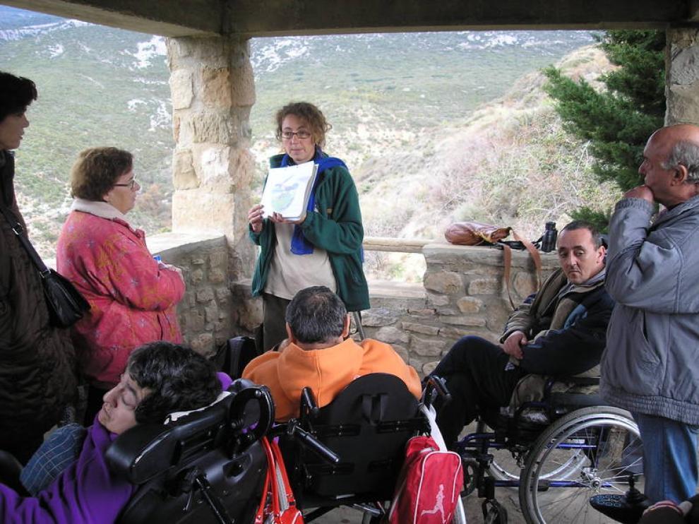 Un grupo de discapacitados visitando Guara
