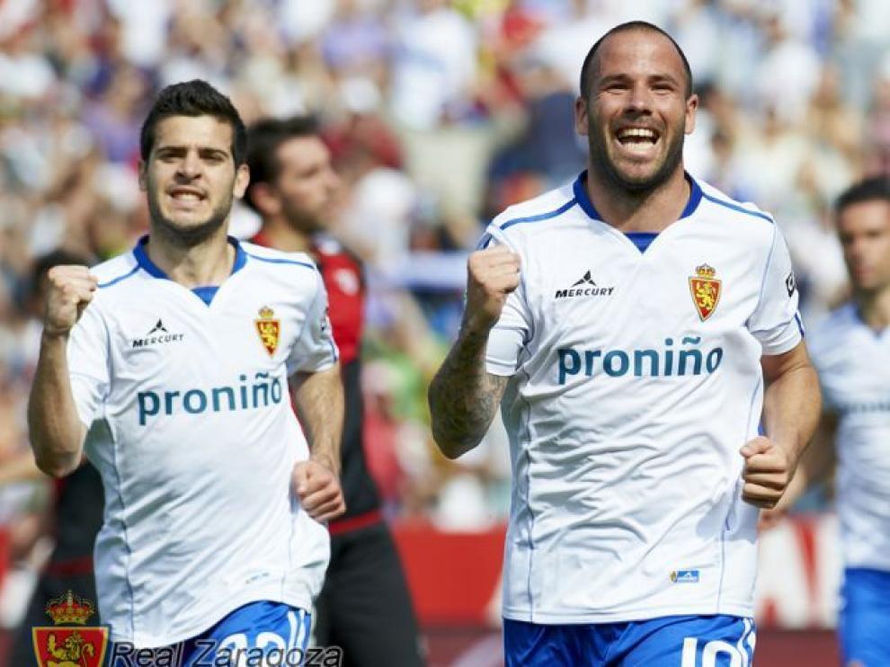 Apoño celebra un gol con el Real Zaragoza