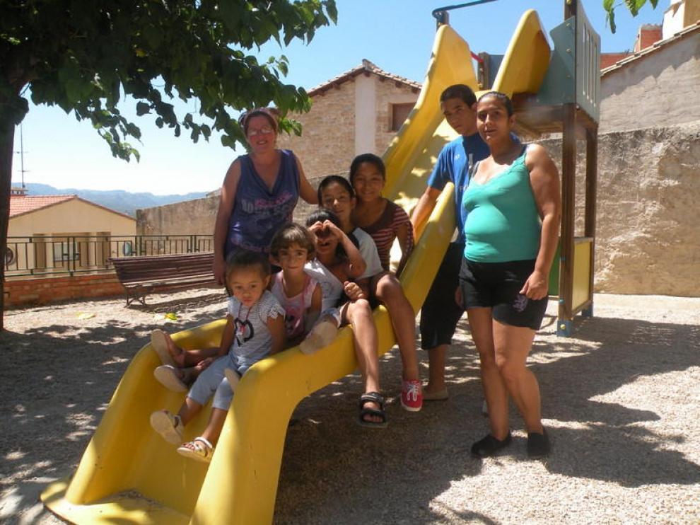 Las dos familias que llegaron a Lledó el año pasado