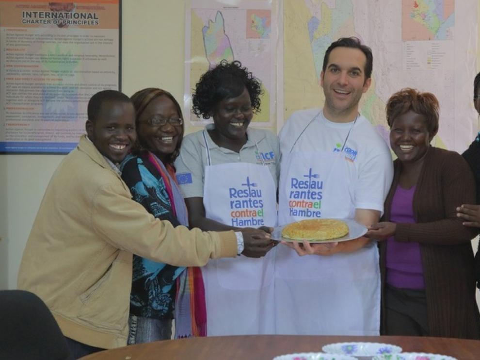 El chef Mario Sandoval, padrino de la campaña, visita Kenia