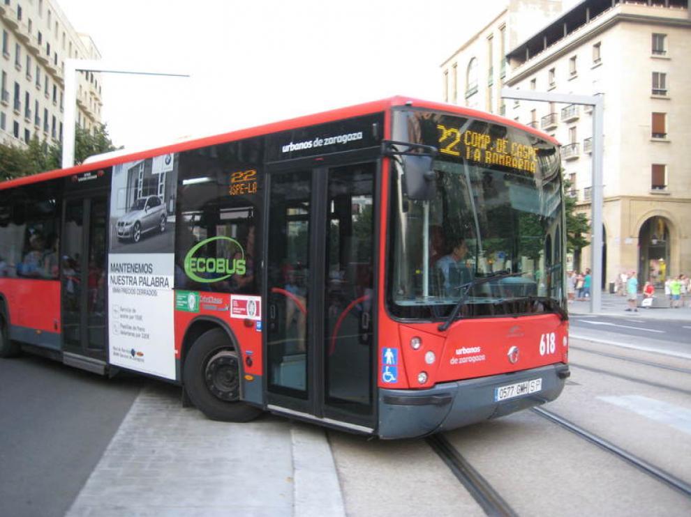 Los trabajadores de Autobuses Urbanos de Zaragoza protestaron por los 153 despidos