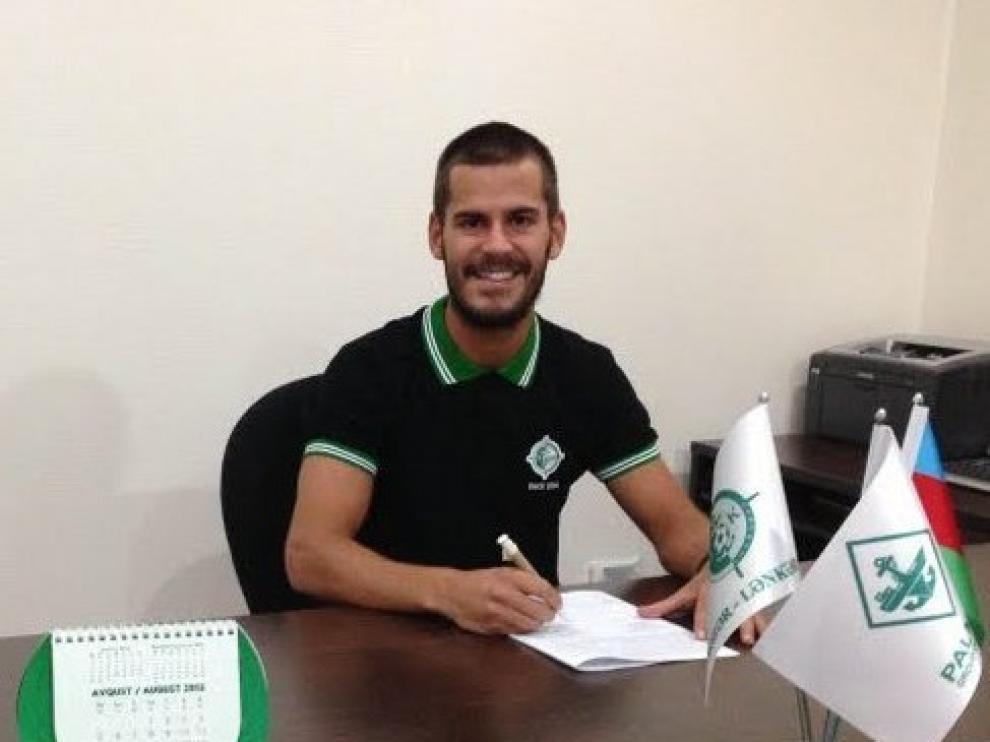 Edu Oriol firma con el club azerbaiyano