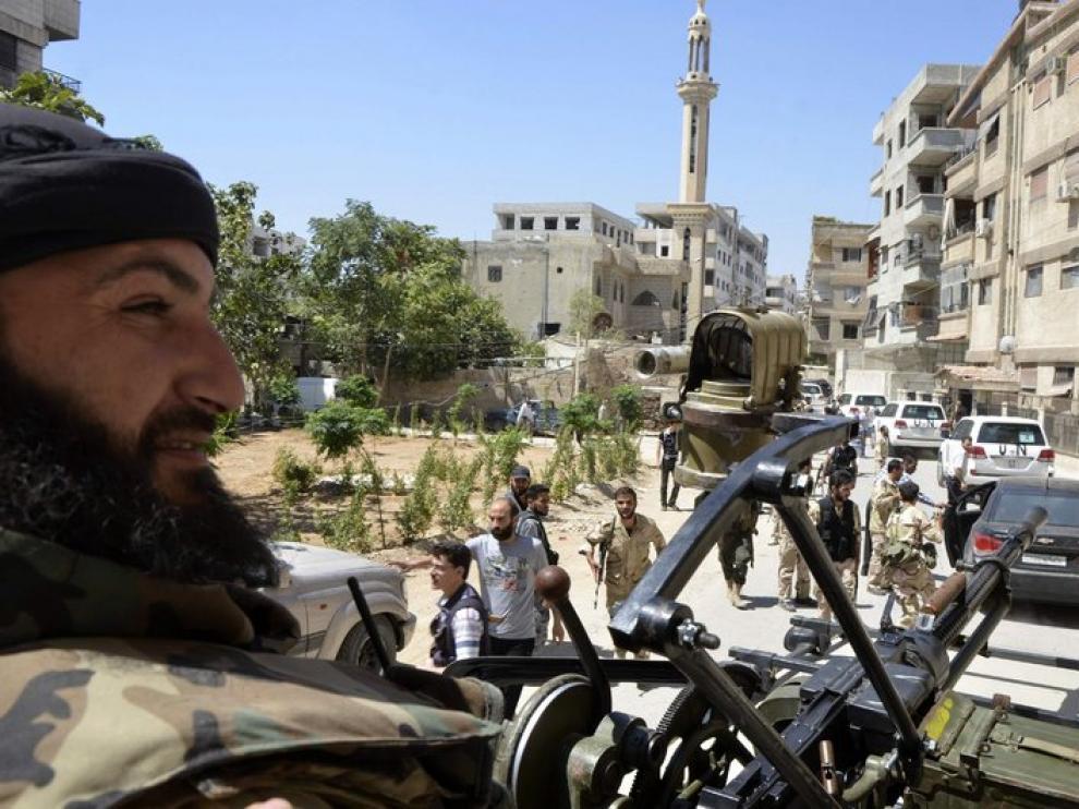 Los coches de los técnicos de la ONU son escoltados para evitar nuevos ataques