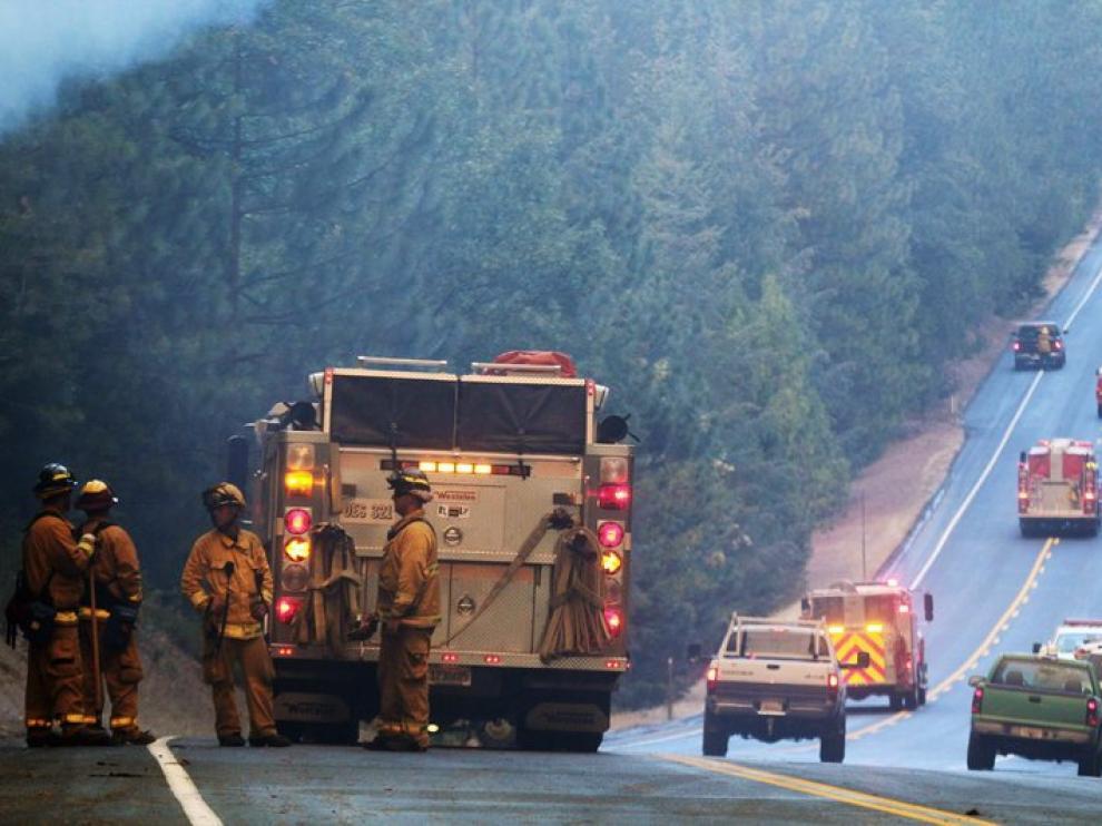 Más de 3.700 bomberos trabajan en las tareas de extinción