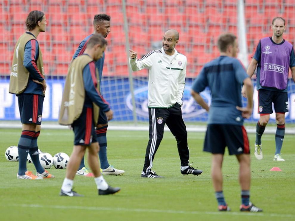 Guardiola dirige el entrenamiento del Bayern