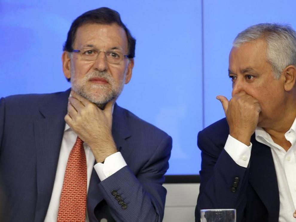 Mariano Rajoy, junto a Javier Arenas, en el Comité Ejecutivo.
