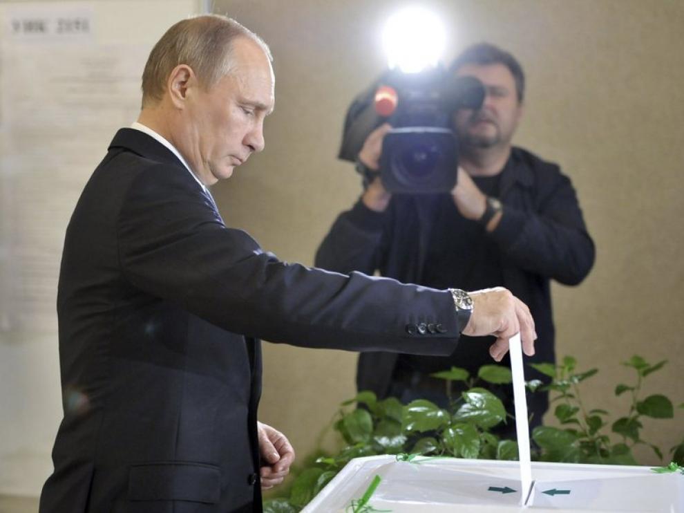 Putin votando en las elecciones