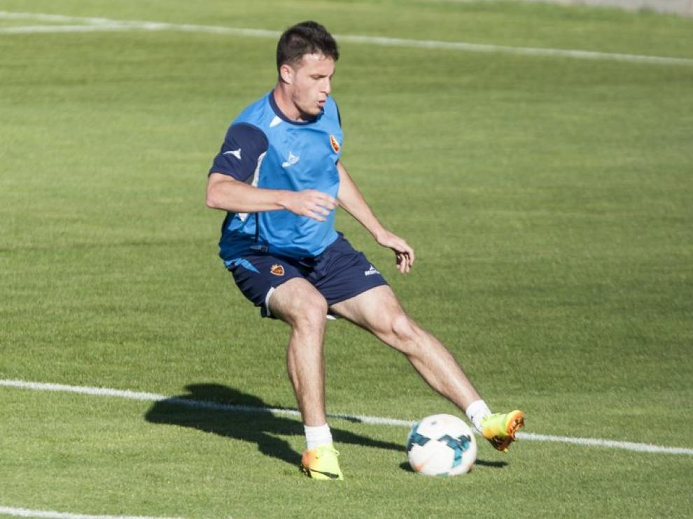 Henr'quez, en un entrenamiento del Real Zaragoza en la Ciudad Deportiva