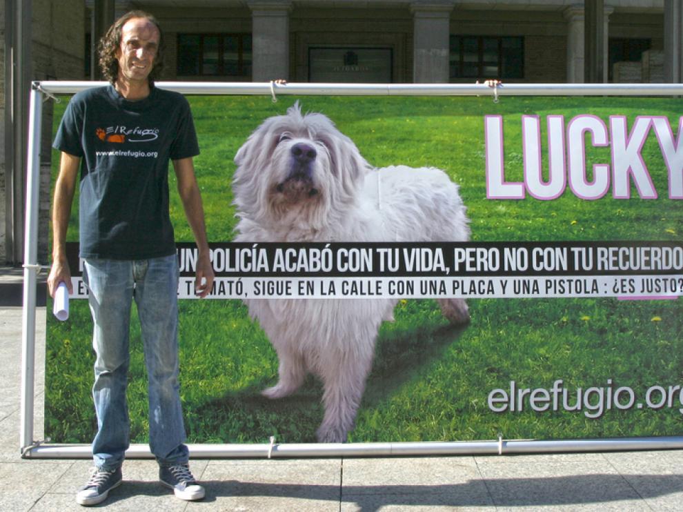 Nacho Paunero, presidente de El Refugio, a la puerta del juzgado nº 8 en Zaragoza