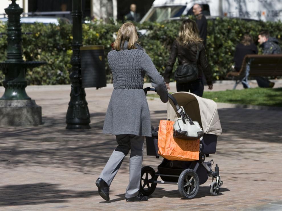 Más madres solteras en Aragón