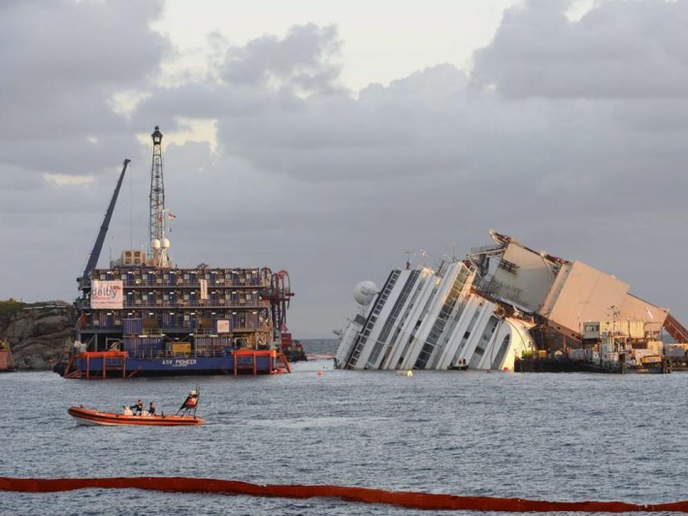 Trabajos para devolver al barco a posición vertical