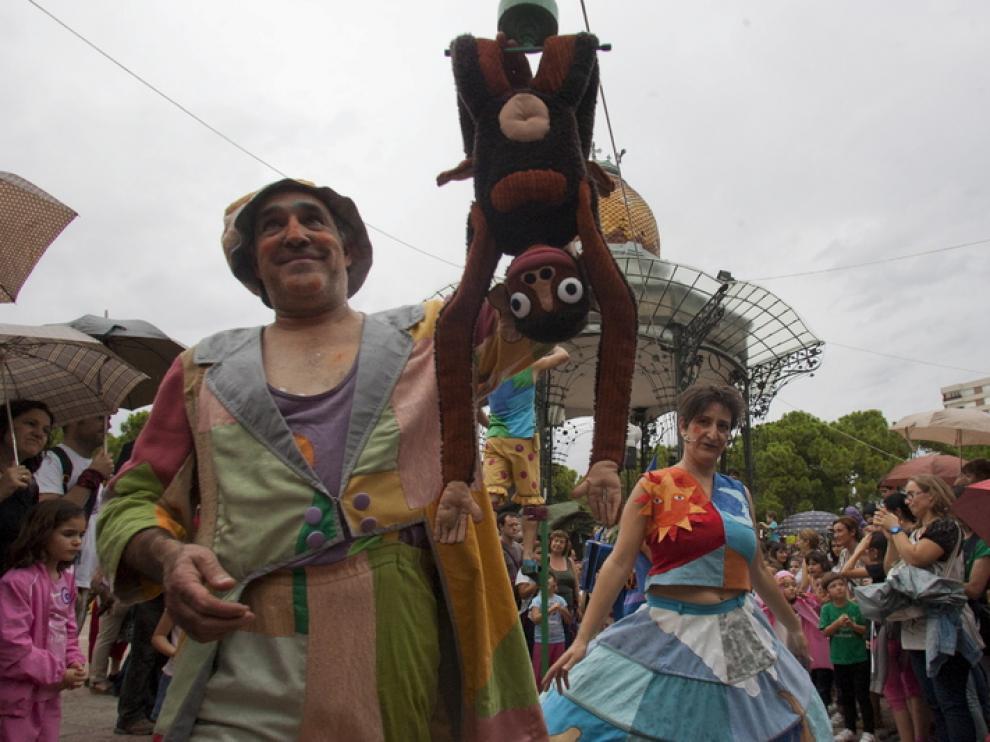 Los Titiriteros de Binéfar en una actuación en el Parque Grande