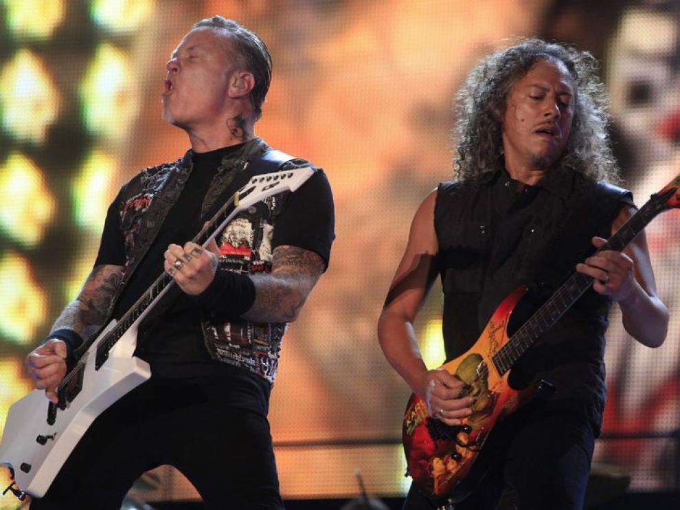James Hetfiel (izda) y Kirk Hammett durante una actuación de Metallica