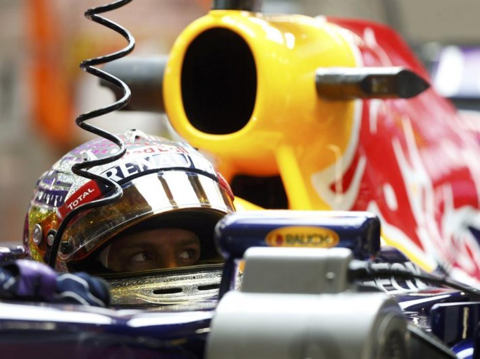 Vettel, en el garaje durante los entrenamientos