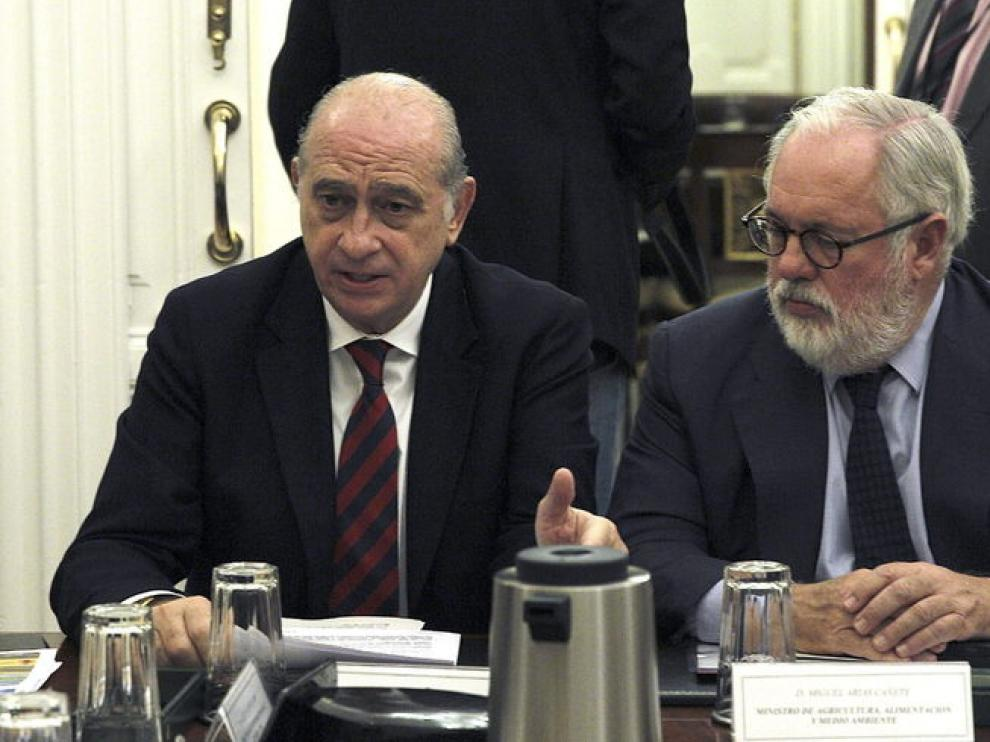 Fernández Díaz y Arias Cañete en la presentación de este miércoles.