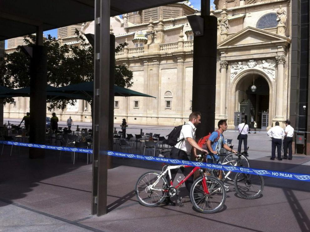 La plaza y la basílica del Pilar de Zaragoza han sido desalojadas este miércoles tras registrarse una explosión en el templo