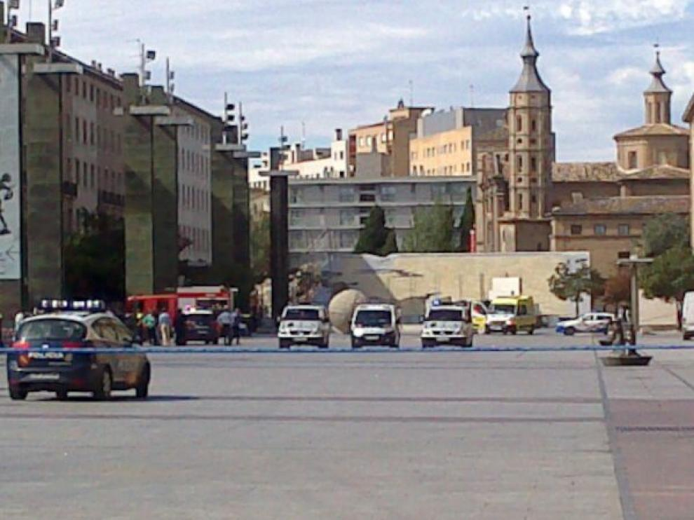 Desalojada la plaza y la basílica del Pilar tras la explosión de un artefacto en el templo.