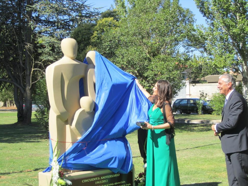 Acto de inauguración del monumento a los pobladores de Valfonda