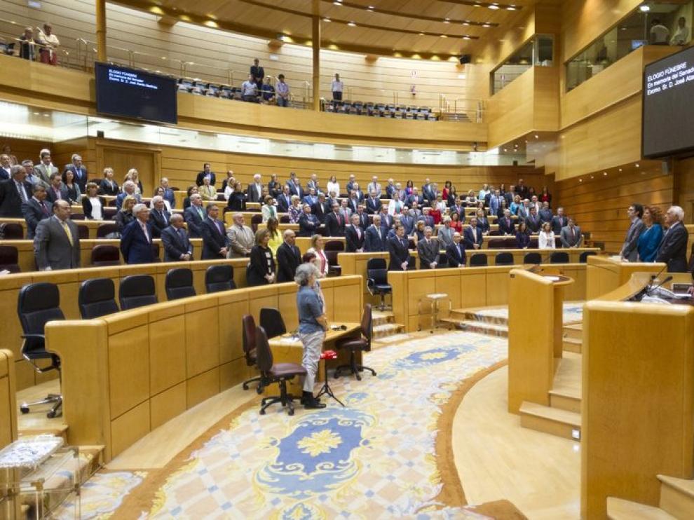 Los senadores guardaron un minuto de silencio por José Atarés