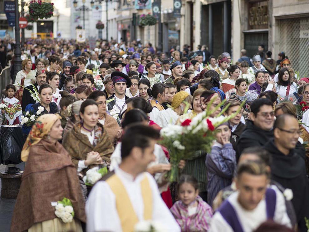Zaragoza se vuelca un año más con la Ofrenda de Flores a la Virgen del Pilar