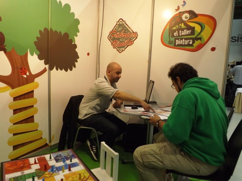 La Fábrica de Vinilo (Lorenzo Caudevilla con un cliente)