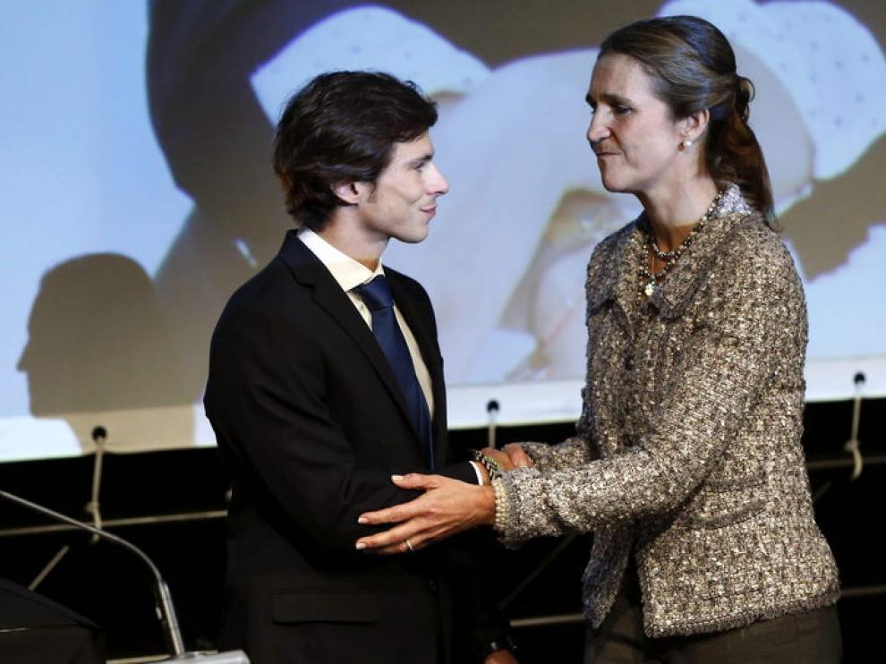 El viudo de María de Villota recoge la medalla de oro de la Real Orden del Mérito Deportivo