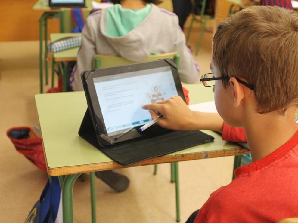 Alumnos del colegio Montecorona, con tabletas en el aula