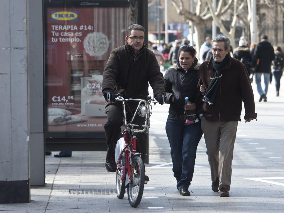 En el carril bici sugerido de Independencia la prioridad es siempre del peatón