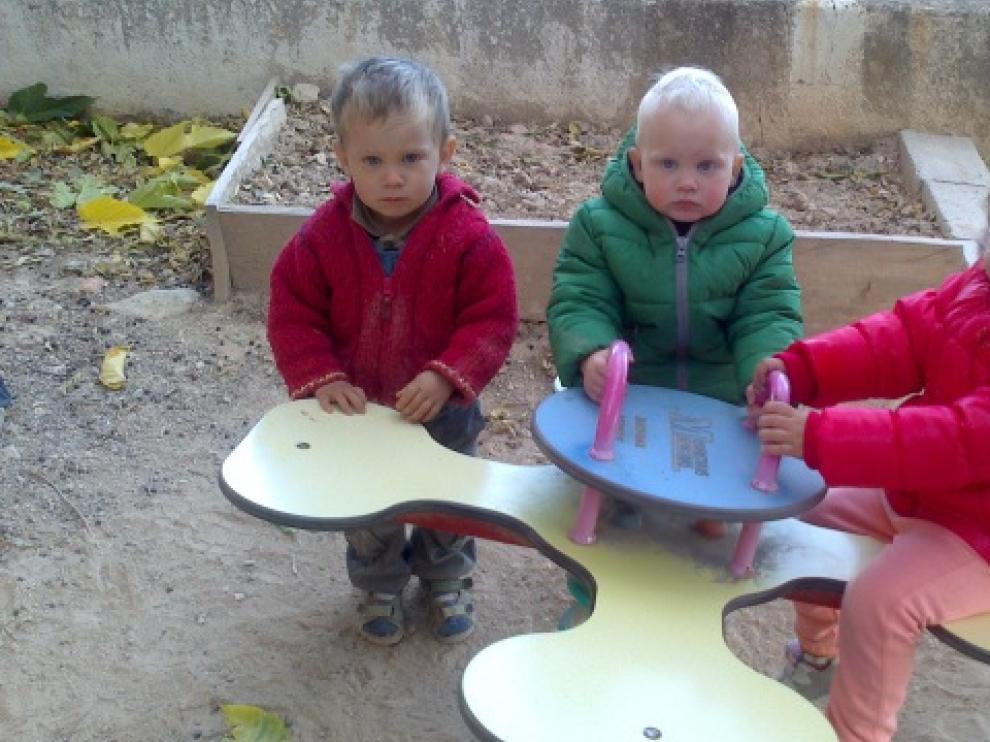 Eytan (a la izquierda) y Leire empezar la escuela el próximo curso. Arlo entrará para el curso 2015-2016. Son el futuro de Lledó.