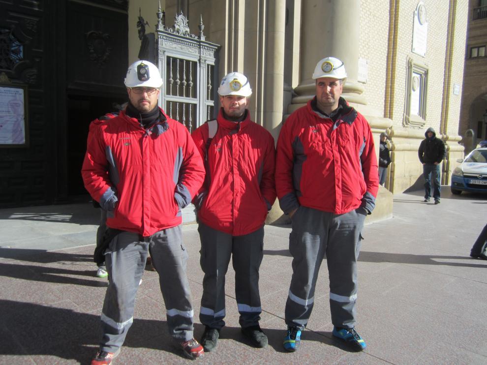 Tres de los mineros de Mequinenza encerrados en la basílica del Pilar
