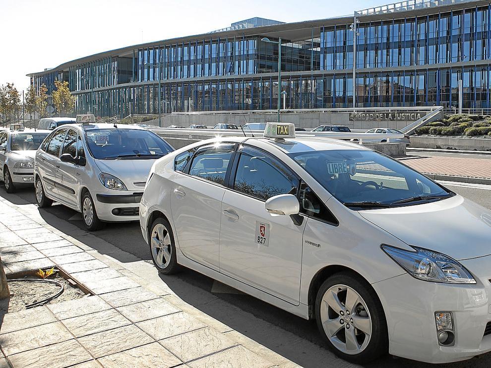Los taxis podrán circular por Cinco de Marzo y San Miguel