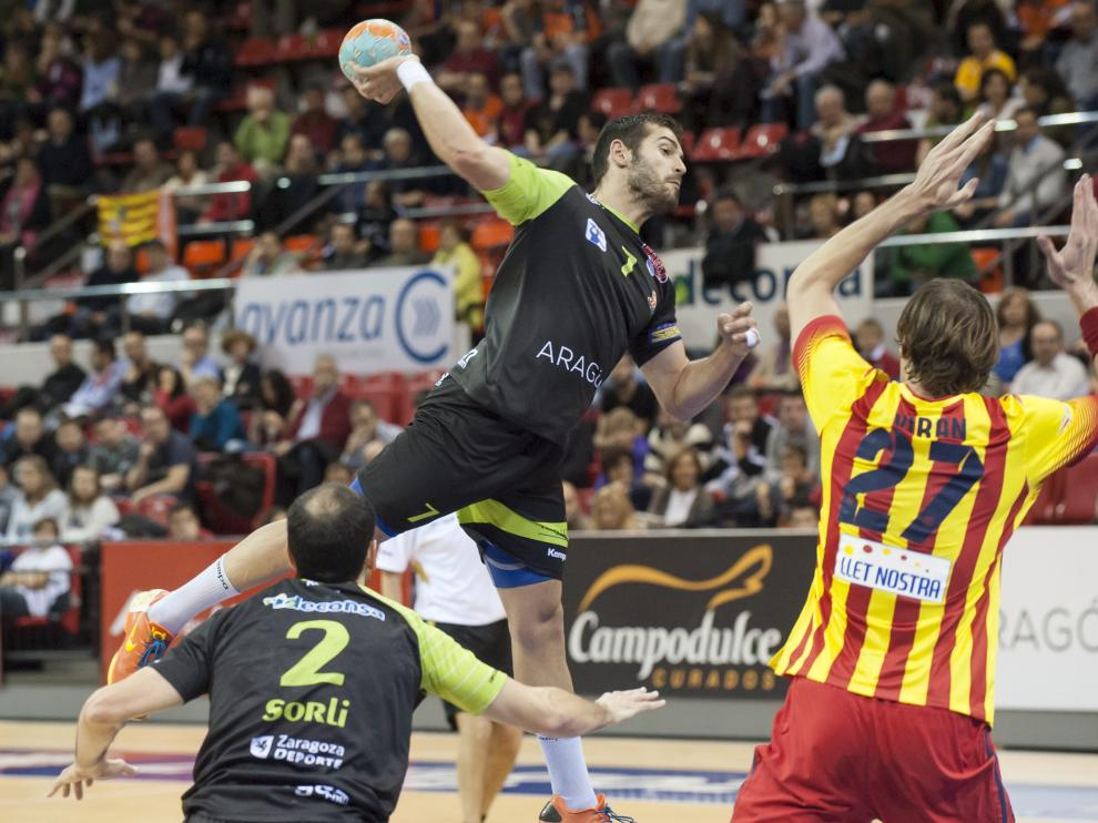 Partido entre el Balonmano Aragón y el Barcelona