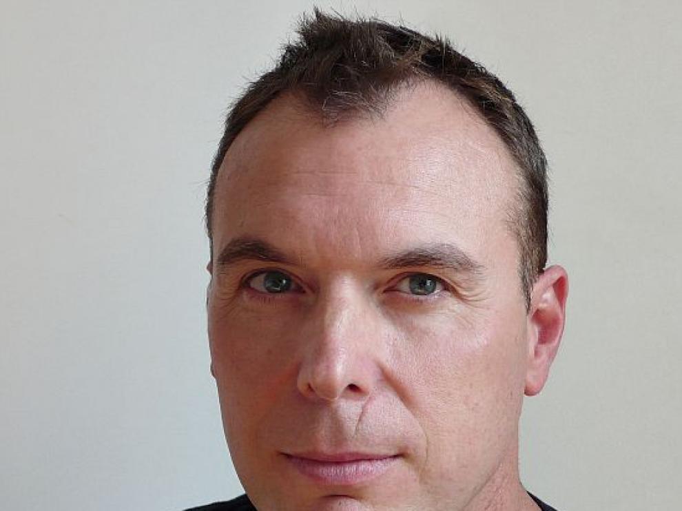 Robert Minguez es el creador del cómic sobre la historia del Canfranc.