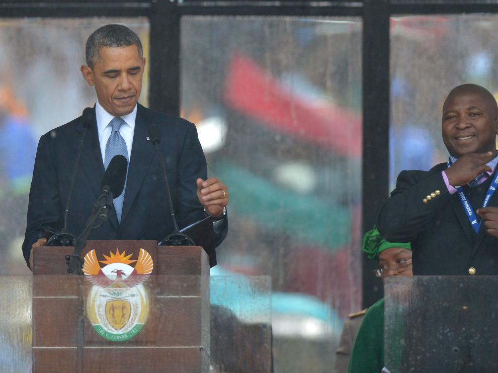 El intérprete en el funeral de Mandela
