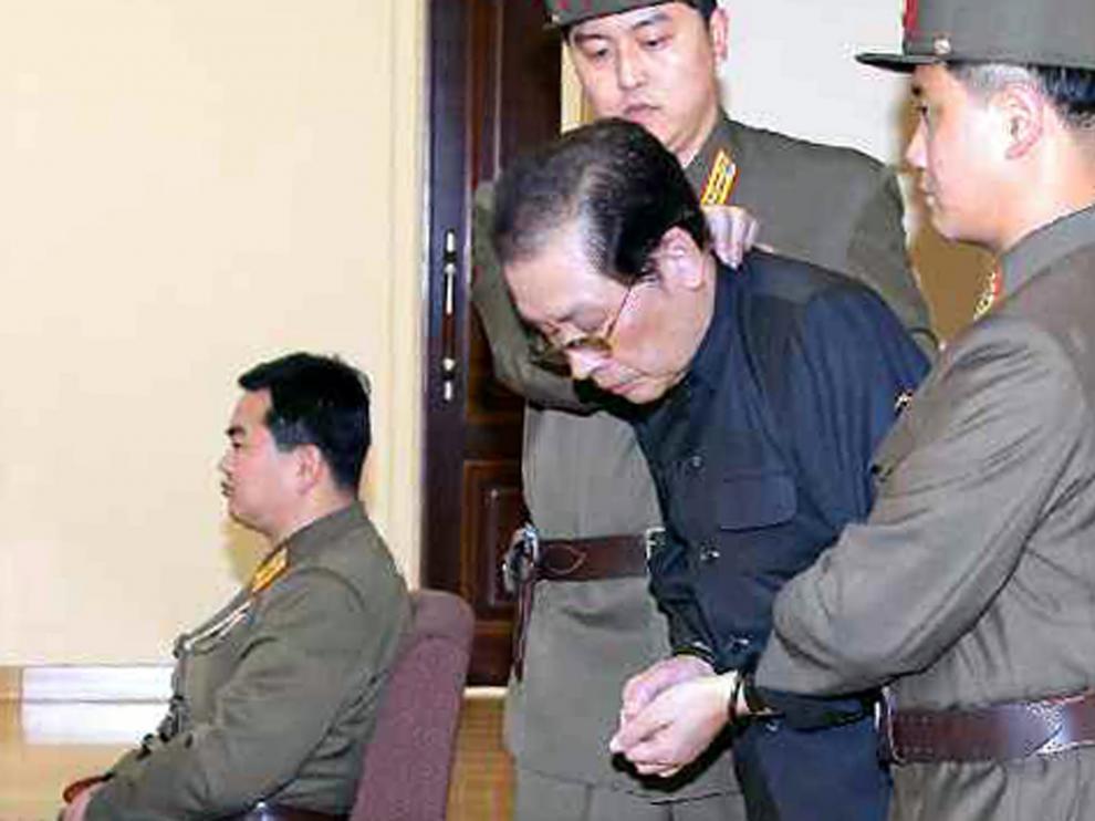Jang Song-thaek, esposado, antes de ser ejecutado
