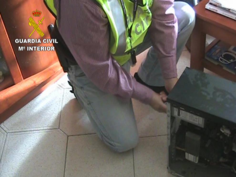 La Guardia Civil ha detenido a 12 personas, una de ellas en la localidad turolense de Andorra por difundir imágenes pedófilas