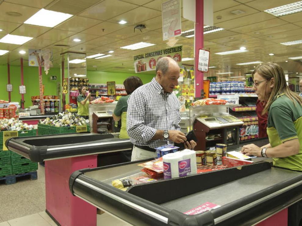 Un supermercado de El Árbol, en Zaragoza