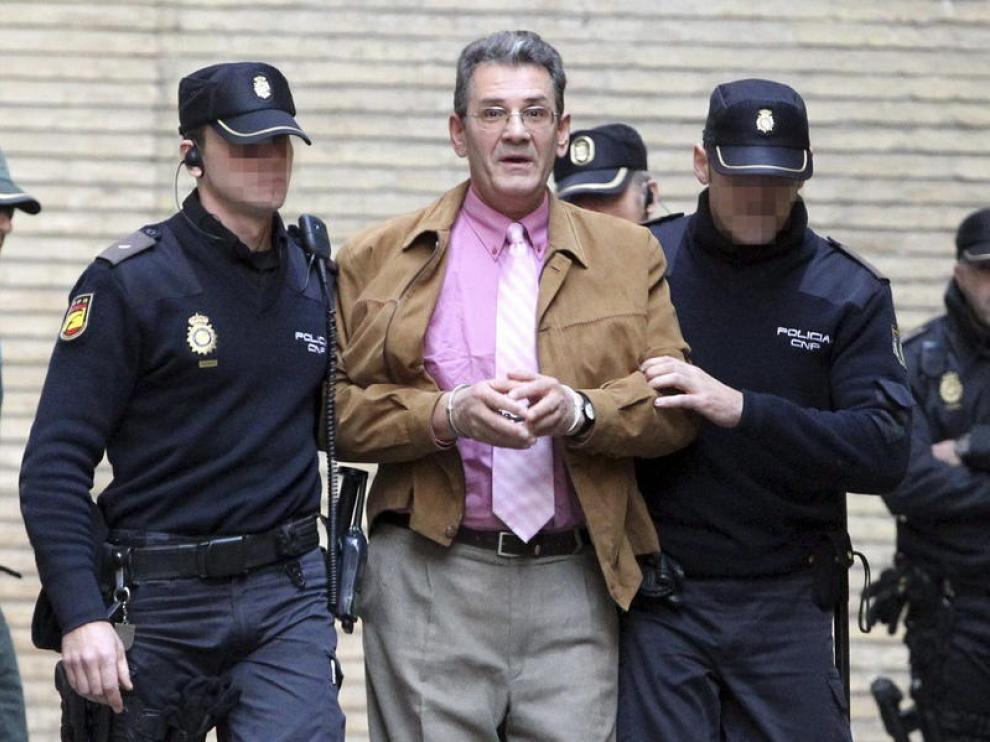 Antonio Losilla, escoltado por la policía
