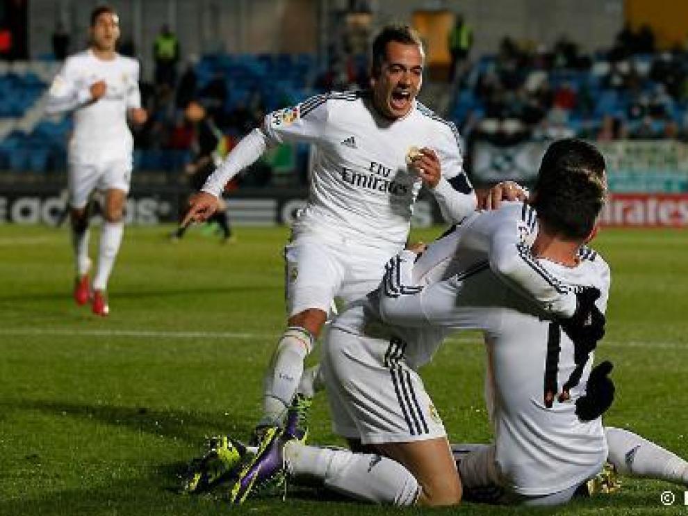 Los jugadores del Castilla celebran un gol