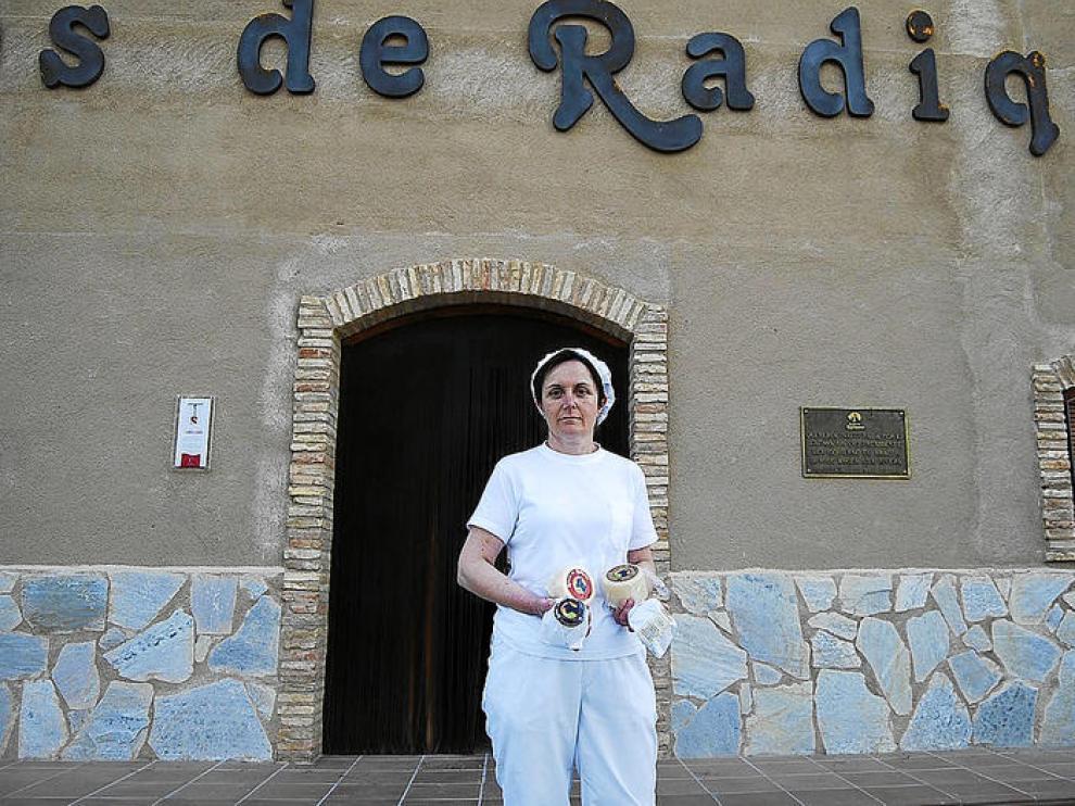 Conchi Mata, maestra artesana de Quesos de Radiquero.