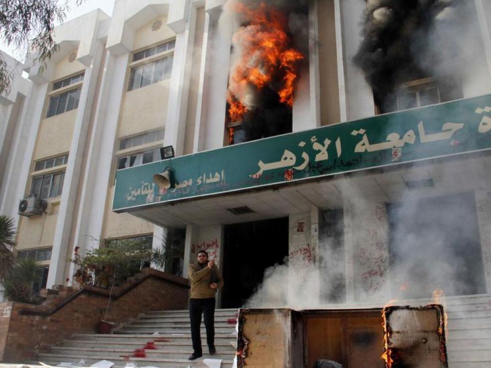Incendio en uno de los edificios de la Universidad Al-Azhar