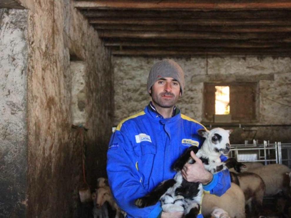 El joven agricultor y ganadero Fran Aisa