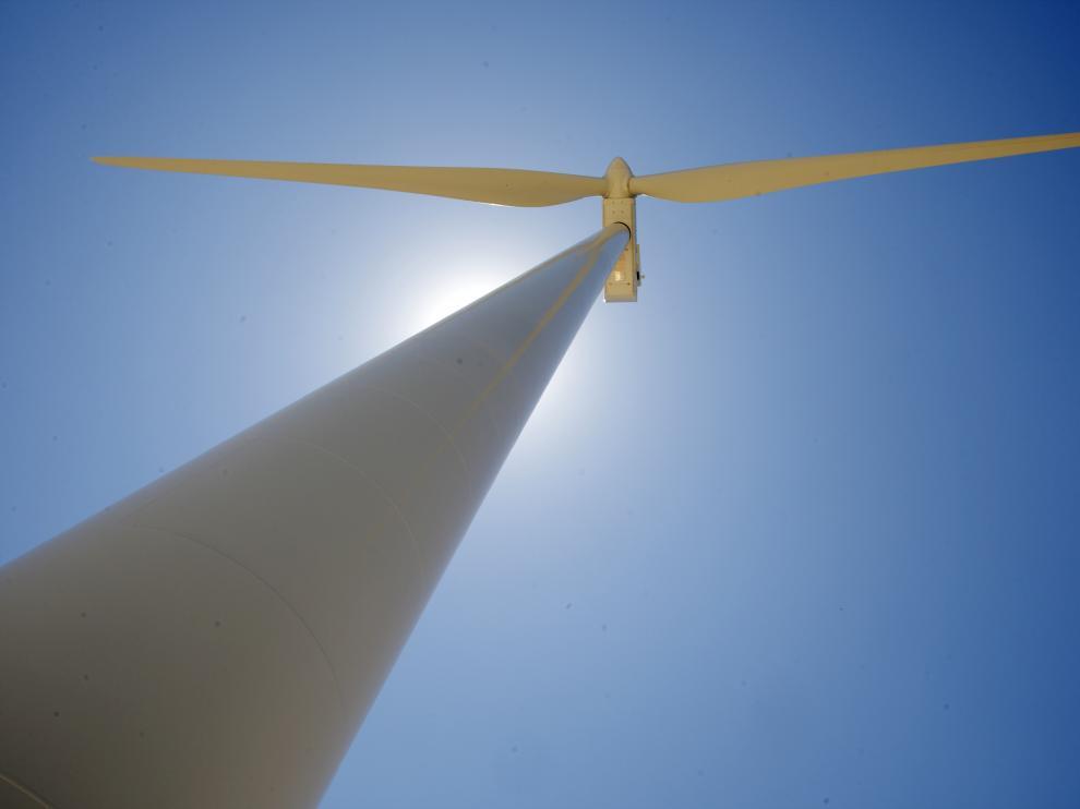 Foto de archivo. Parque eólico en El Burgo